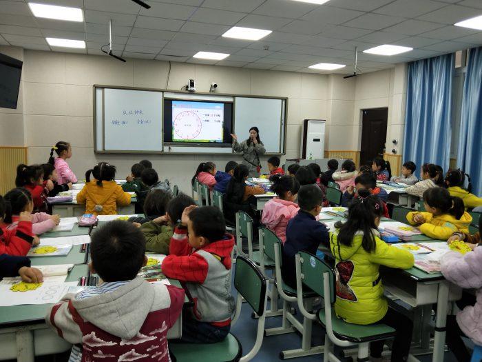 平昌二小举行新进青年教师数学教研活动